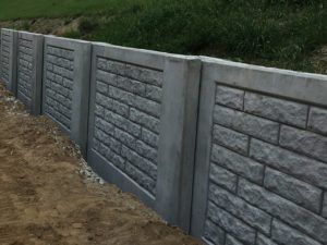 A Precast Concrete Retaining Wall Installed By Aftec Precast Concrete Concrete Retaining Walls Concrete Blocks