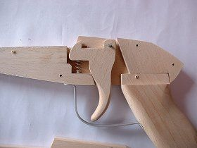 Homemade Crossbow, Homemade Shotgun, Diy Crossbow, Homemade Weapons, Wood Shop Projects, Woodworking Projects Diy, Rubber Band Gun, Diy Crafts Hacks, Wood Toys