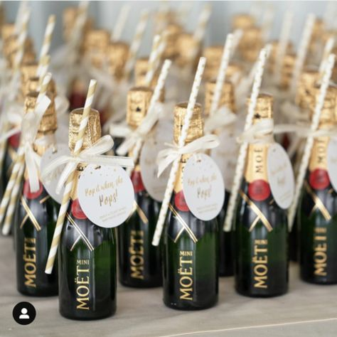 White and Gold Baby Shower Tags   Grab these adorable champagne tags and invite your guests to have a toast when baby arrives! - Pop It When She Pops! #Babyshower #champagnetags #genderneutral