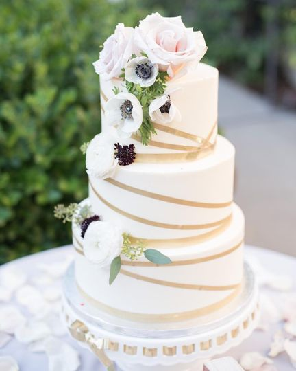 Modern Wedding Cake Ideas In 2020 Wedding Cake Prices Wedding Cake Pictures Modern Wedding Cake