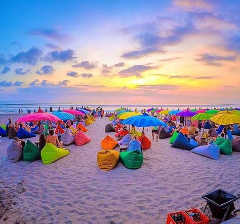 baliciliLovely place with colorful things to chillin with your besties while enjoy your beverages & enjoy awesome Sunset! Paradise vibes!💙🍃🌊💚💛 Pic: @mie_moi Loc. La Plancha, @laplanchabali , Seminyak #balicili #bestintravel #worldtraveler #globetrotter #laplancha #paradiseisland #islandlife