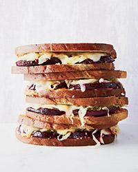 Smoky Vegetarian Beet Reubens #vegetarian #healthy #sandwich #beet