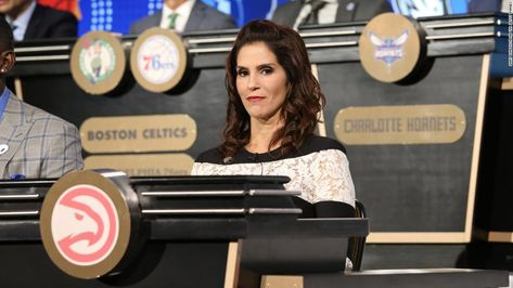 Yes, that was '80s actress Jami Gertz getting her shot Tuesday at the
