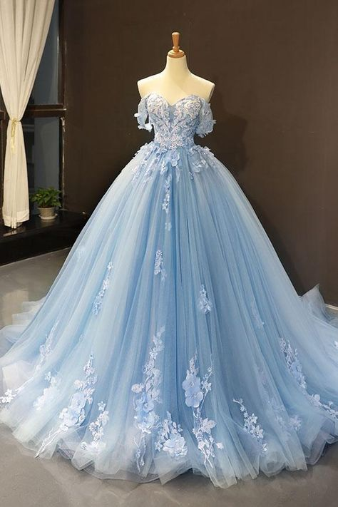 blue wedding dresses boho off the shoulder lace appliqué flowers elegant bal… blaue Brautkleider Boho aus der Schulter Spitze Applique Blumen elegante Ballkleid Brautkleider Pretty Quinceanera Dresses, Pretty Prom Dresses, Blue Evening Dresses, Sky Blue Dresses, Princess Prom Dresses, Vintage Prom Dresses, Cinderella Prom Dresses, Princess Ball Gowns, Quincenera Dresses Blue