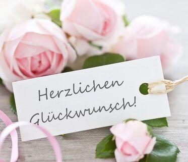 Gratulieren Sie Mit Den Richtigen Worten Zur Diamantenen Hochzeit Ob Spruche Zur Diamantenen Hochzeit Herzlichen Gluckwunsch Zur Hochzeit Diamantene Hochzeit