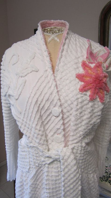Item 62 / Vintage Inspired Chenille Glamour Girl Bath Robe / Retro ...