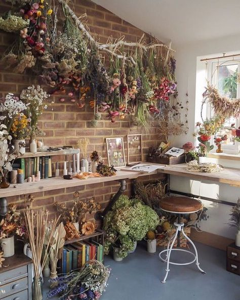 Lake House Interior Design & Decor Enjoy Spring all-year-round by incorporating dried florals into y Cottage In The Woods, Witch Cottage, Cottage Style, Aesthetic Bedroom, Cottage Interiors, Small Cabin Interiors, Flower Shop Interiors, My New Room, Dried Flowers