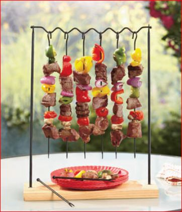 BBQ, Hang & Serve Kabob Rack is an impressive way to offer delicious shish kabobs to friends and family. Use the 6 skewers to grill your favorite combinatio