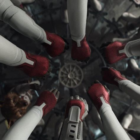Avengers: Assemble For New End Credit Scenes In Re-Released Avengers: Endgame #avengersassemble #avengersendgame #marveluniverse #mcu