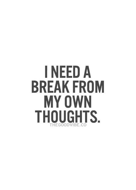 Necesito un descanso de mi propio pensamiento.