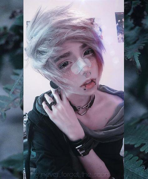 . 👽🌈 Haha so alien like xD 🌈👽 I need to cut my hair again. It grows so fast 🙄 . #scenehair #scene #alternativehair #alternative…