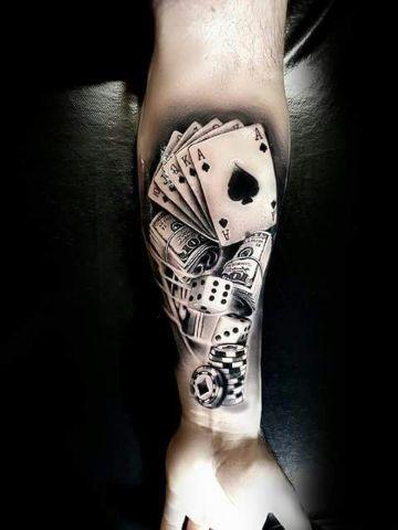 4 Alucinantes Tatuajes De Barajas Y Dados Tatuajes Tatuaje