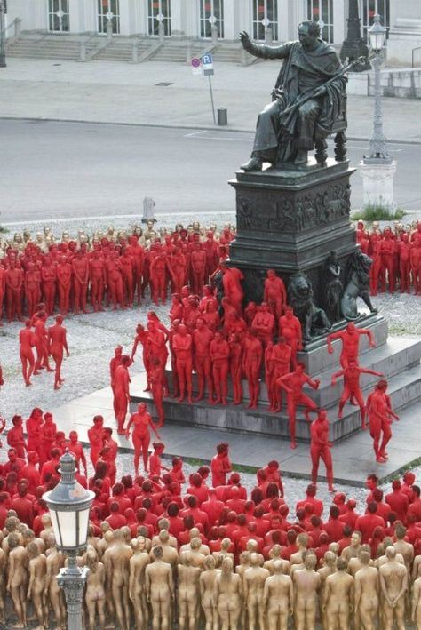 Spencer Tunick – The Ring @ Opera Munich art installation