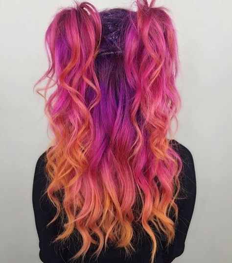 Pin de megan prosser en hair en 2019 dyed hair, hair styles y bright hair c Bright Hair Colors, Hair Dye Colors, Cool Hair Color, Vivid Hair Color, Red Colour, Hair Color Tips, Bright Coloured Hair, Amazing Hair Color, Half Colored Hair