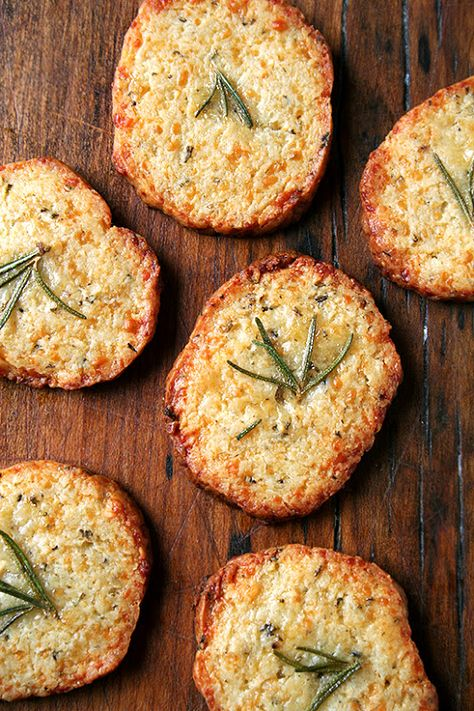 parmesan-rosemary crackers would be great to add to a cheeseboard #friendsgiving #partycrafters #thanksgiving