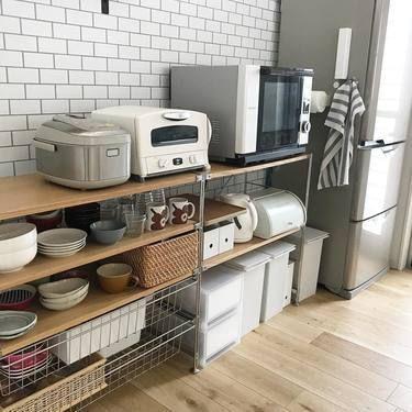狭いキッチンの電子レンジの置き場所とコンパクトなレンジラック 一人暮らしのワンルーム 1kにおすすめの置き方 キッチンパントリーのデザイン 無印 キッチン収納 無印 ユニットシェルフ キッチン
