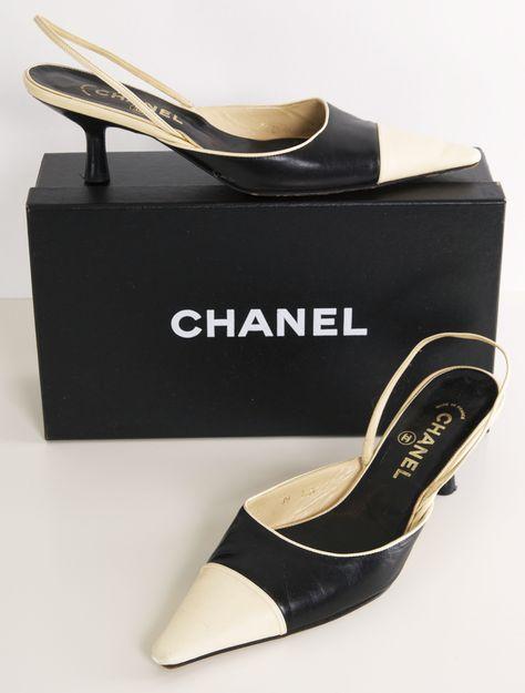 ♥♥ღPatrícia Sallum-BH♥♥ღ Chanel two tone sling back heels...love the kitten heel. J