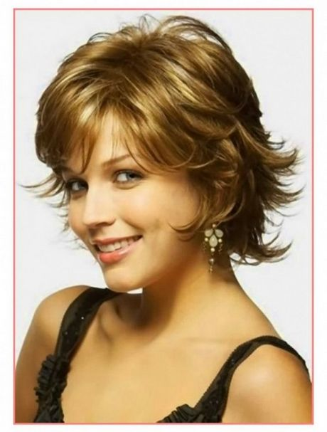 Short Hairstyle For Wavy Hair Round Face Capelli Corti Viso
