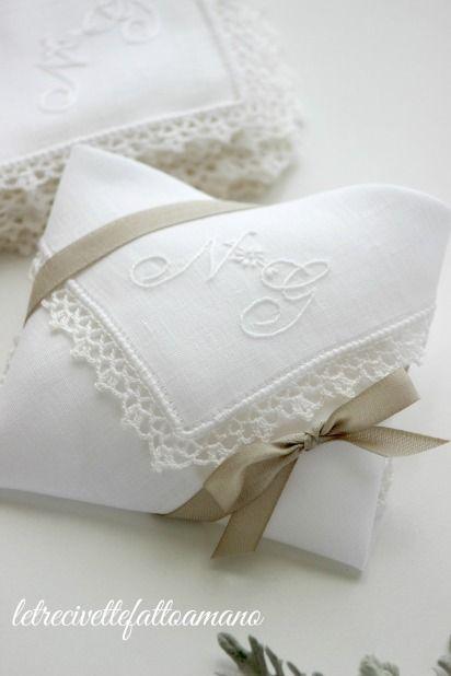Bomboniere Matrimonio Ricamate.Fazzoletti Porta Confetti In Lino Ricamati A Mano Con Bordo All