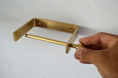 真鍮製のペーパーホルダーです かんざしのようなハンドルを操作して