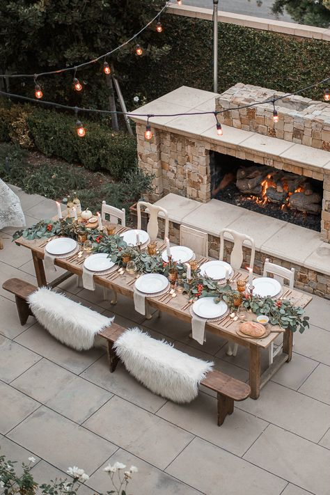 outdoor dinner party dinner setting Our Thanksgiving Tablescape - Andee Layne Outdoor Dinner Parties, Outdoor Entertaining, Party Outdoor, Dinner Party Table, Party Buffet, Deco Champetre, Thanksgiving Tablescapes, Outdoor Thanksgiving, Thanksgiving Decorations