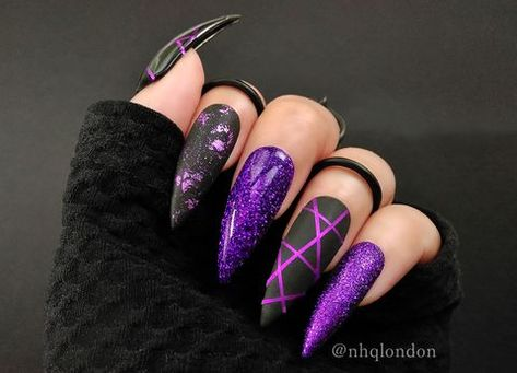 "If you're unfamiliar with nail trends and you hear the words ""coffin nails,"" what comes to mind? It's not nails with coffins drawn on them. Although, that would be a cute look for Halloween. It's long nails with a square tip, and the look has. Burgundy Nail Art, Black Nail Art, Black And Purple Nails, Burgundy Nail Designs, Black Nails With Designs, Golden Nail Art, Purple Nail Art, Red Nail, Black Glitter"