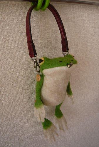 がま口(全身) Cute Frogs, Kawaii, Frog And Toad, Felt Art, Looks Cool, Needle Felting, Wool Felt, Cool Stuff, Sewing