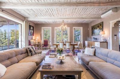 Propriete De Prestige A Vendre Au Coeur Du Luberon Janssens Immobilier Provence Immobilier Decoration Maison A Vendre