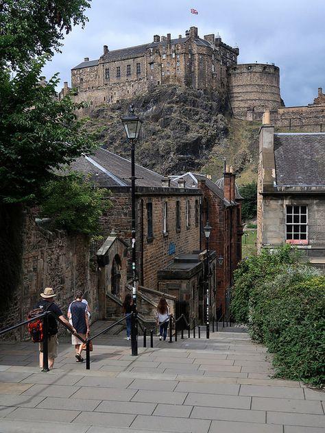 Edinburgh Castle By Vineyards Edinburgh Castle Street View Castle