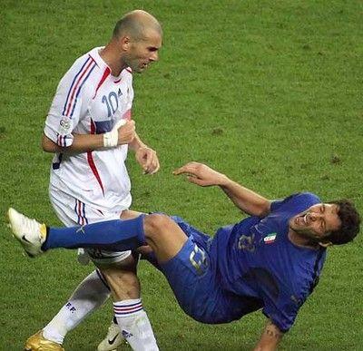 Zidane - Materazzi #calcio #storia #italia t as eu raison zizou