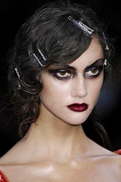 Christian Dior i Paris Fashion Week våren 2008 - Detaljer Runway Bilder 1920s Makeup, Goth Makeup, Makeup Inspo, Makeup Art, Makeup Inspiration, Hair Makeup, Vintage Makeup, Makeup Geek, Makeup Ideas