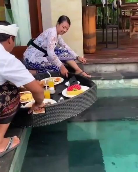 Floating breakfast in Ubud, Bali is such a dream