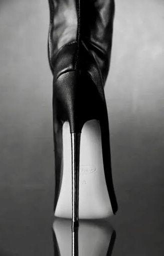 Pin van Herman S op Boots | Laarzen, Hoge hak laarzen, Hoge