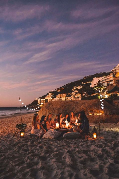 Perfect beach picnic with your besties. Cape Town, South Africa inspo beach Highlights From My South Africa Beach to Bush Photography Tour Summer Nights, Summer Vibes, Summer Fun, Summer Things, Summer Beach, Summer Evening, Beach Bonfire, Beach Picnic, Night Picnic