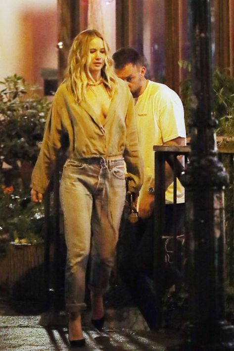 Jennifer Lawrence Has a sushi date with Cooke Maroney in the East Village - Jennifer Lawrence Has a sushi date with Cooke Maroney in the East Village Source link...