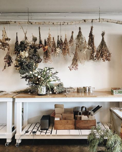 the dried flowers. Would use this idea for drying my herbs.love the dried flowers. Would use this idea for drying my herbs. Herb Drying Racks, Drying Herbs, Herb Rack, Dried Flowers, How To Dry Flowers, Living Room Furniture, Garden Furniture, Sweet Home, New Homes