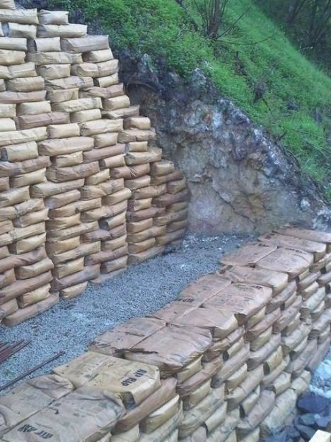 An Easy Way To Build Retaining Walls Leave The Concrete In The Bag Stack Like In 2020 Landscaping Retaining Walls Concrete Retaining Walls Building A Retaining Wall
