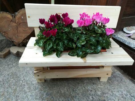 Kleine Dekorative Holzbank Mit Blumenkasten Blumenkasten