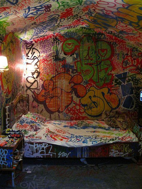 Urban Art Home with graffiti walls Graffiti Room, Graffiti Kunst, Graffiti Lettering, Street Art Graffiti, Graffiti Artists, Graffiti Wallpaper, Desenho New School, Punk Room, Sticker Street Art