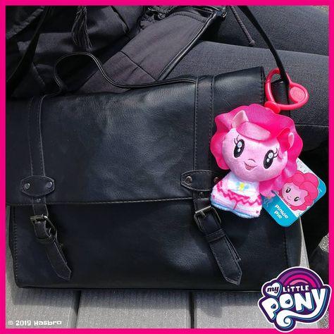 PinkiePie ist mit dabei... 🎈🎈🎈Welche  Accessoires dürfen bei Dir nicht fehlen? 💟  Anhänger  Handtasche  Freundschaft  AlwaysByYourSide  MyLittlePony  mlp  CutieMarkCrew  PlushClip  Farbe  bunt  BringFarbeInDeinLeben