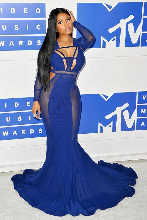 Nicki Minaj arrives at the 2016 MTV Video Music Awards in a blue dress. In honor of Nicki Minaj's birthday, we rounded up her 25 most iconic style moments over the past decade. Nicki Minaj Rap, Nicki Minaj Barbie, Nicki Minaj Pictures, Rihanna, Beyonce, 2 Chainz, Lil Wayne, Kendrick Lamar, Bruno Mars