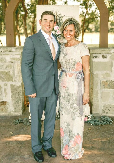 Real Weddings with Gorgeous Mother of the Bride Dresses Mother Of The Bride Dresses Long, Mother Of Bride Outfits, Mothers Dresses, Mother Bride Dress, Grooms Mother Dresses, Mothers Wedding Dresses, Mother Of The Groom Looks, Older Bride Dresses, Long Mothers Dress