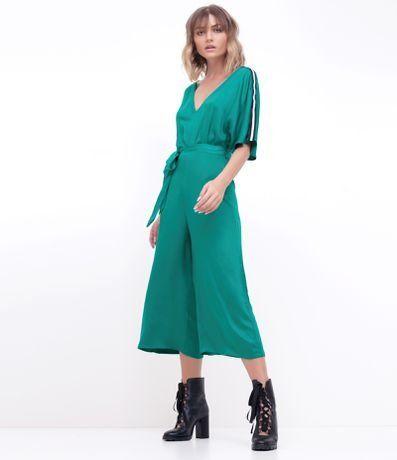 c8ee6c4a8 Como usar macacão pantacourt? Aprenda a combinar essa variação da pantalona  | Patalonaa | Macacão, Calça pantalona, Looks