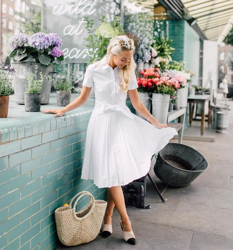 FASHION INSPIRATION My first fashion inspiration has to be Josie (@fashionmumblr) as her style is so simple and classy. Her white and pink colour scheme never fails to look pretty and I also aspire to be a successful blogger as her!