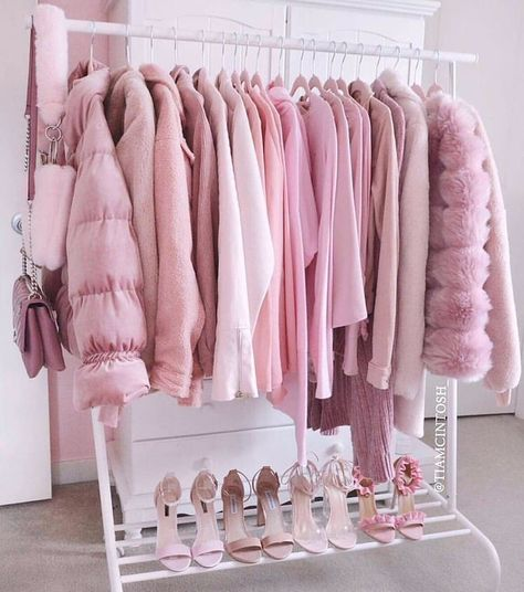 Pretty in pink Pink aesthetic rack Pretty In Pink, Image Fashion, Pink Wardrobe, Pink Closet, Wardrobe Clothing, Mode Rose, Bedroom Wall Collage, Pink Photo, Pink Room