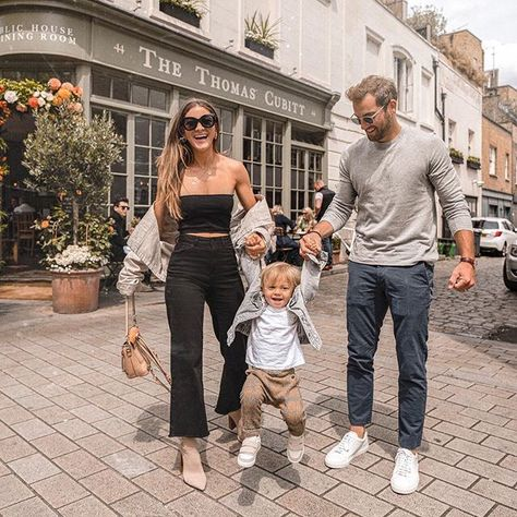 family photos in london Cute Family, Baby Family, Family Goals, Family Life, Rich Family, Carters Baby, Summer Family Photos, Dream Life, Baby Fever