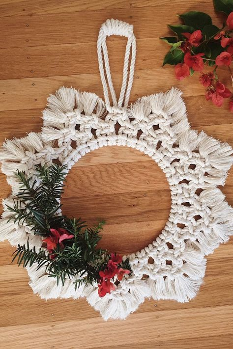 Macrame Wreath / Holiday Wreath / Macrame Home Decor / Macrame Wall Hanging