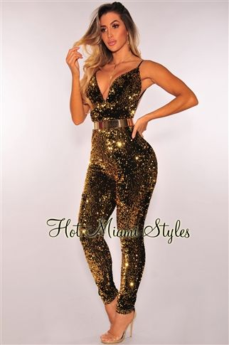 Deliver ultimate perfection when you wear this irresistible gold sequins open back jumpsuit.