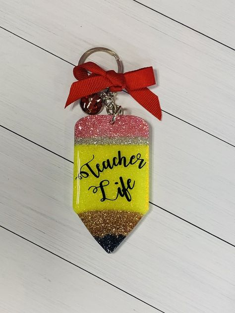 Teacher Life Pencil shaped acrylic, glitter and epoxy keychain with tassel and charm. Diy Resin Art, Diy Resin Crafts, Fun Crafts, Diy Resin Keychain, Acrylic Keychains, How To Make Resin, Diy Lip Gloss, Keychain Design, Duct Tape Crafts