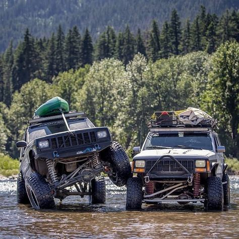 #stackitup Sunday 💪 www.jeepbeef.com ・・・ @dan_hamp ・・・ I have seen plenty of tire stacks. But I think this is the first I have seen in the middle of a river 😎 📸@aj_gootee #jeep #cherokee #xj #jeepxj #jeepeveryday #jeepporn #jeepbeef #tirestack #camping #vacation #outdoors #river #jeepfamily #fl